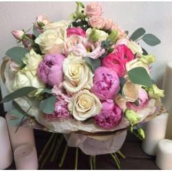 Букет «Бело розовый букет с пионами»